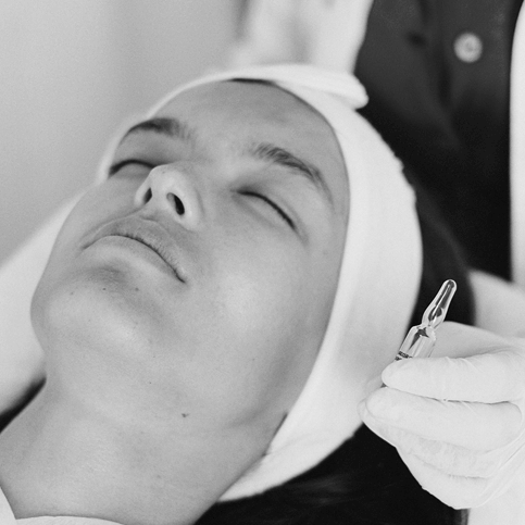 Vitamin Infusion Facial – Sonophoresis